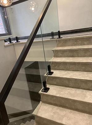 聊城玻璃楼梯定制